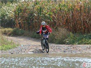 我县自行车女骑手感觉在凌源举办的自行车极限挑战赛中勇夺第四名