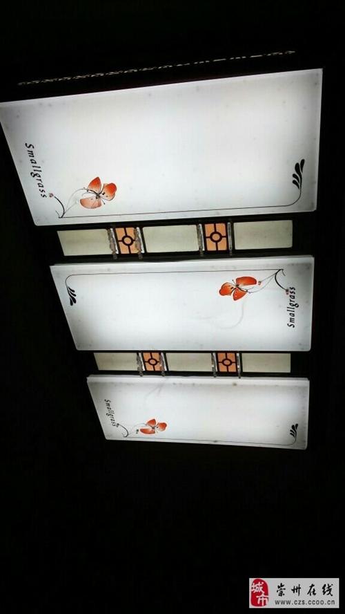 平板吸顶灯