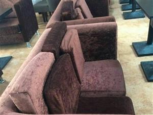 九成新餐桌,沙发出售,价格面议