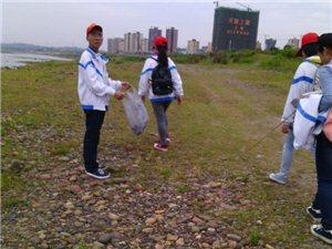 10月7�南溪�L江岸��_展清理垃圾活�樱ㄆ诖�社��各界人士的�⑴c)