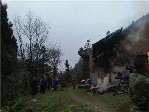 60多岁贫困老人住房被火吞没。村。乡里居然没人管