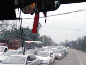 上班路上遇车祸,堵车差点迟到了(?_?)