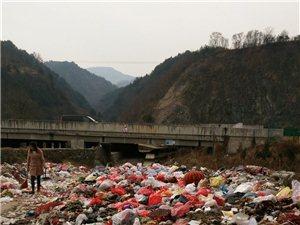 垃圾堆成山无人管
