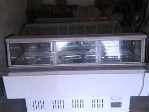 出售三个9成新1米9单层凉菜熟食展示柜