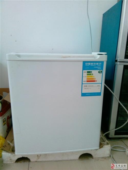 搬家!低价出售单身小冰箱,热水器,洗衣机,书桌等
