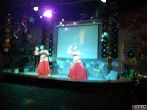 漫時光酒吧是老歌舞蹈及其它表演節為主的演藝吧