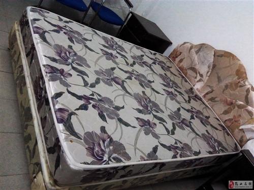 装修处理一批床、床垫。还有电视柜