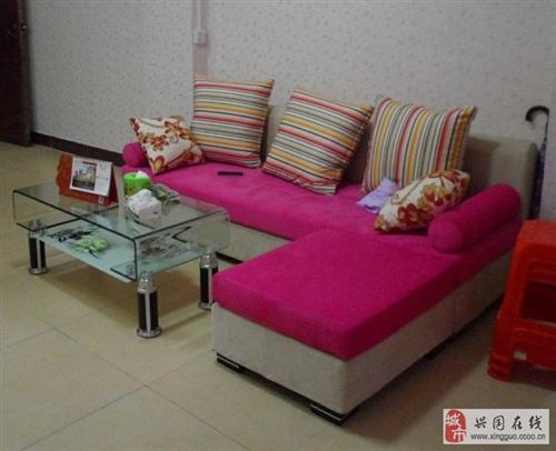 玫紅色沙發茶幾組合
