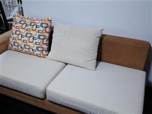出售布艺沙发一套,价可议。