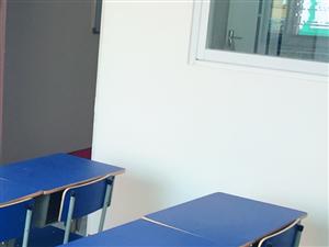 全新先生桌椅幼儿园双层小床出售,价钱优惠