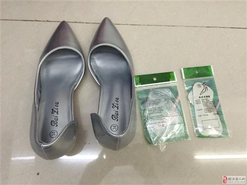 新买高跟鞋,因为细跟穿不来,特转让。