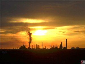 夕阳下的洋浦工业区