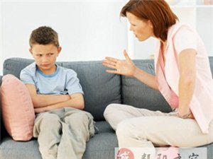 对孩子大吼大叫=无效教育+坏榜样
