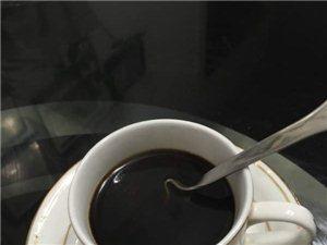 我�p肥早餐:一杯黑咖啡、一�K方糖