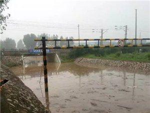 咱亚博体育福利版下载今晚这雨下的够大的,地方火车道都淹了,大家外出记得注意安全!