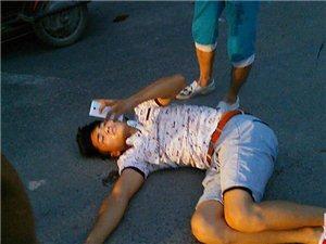 小伙车祸后倒地无人理 打120自救