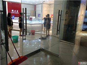 今天大雨南溪华联百货发生水灾