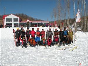 凌源冰雪轮滑群应邀参加朝阳庙子沟首届冰雪节开幕式合影