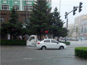 今天同江下大暴雨啦