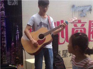 大学生惠水街头表演――追逐音乐梦想,点燃激情青春
