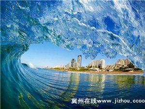 南非摄影师定格迷人海浪