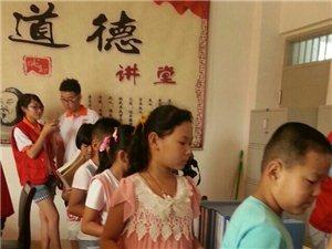 邹城市志愿者协会举行关爱留守儿童赠书活动