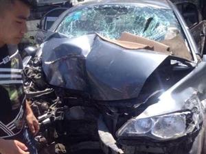 湖北发生重大交通事故 轿车冲入沟渠致5死2伤