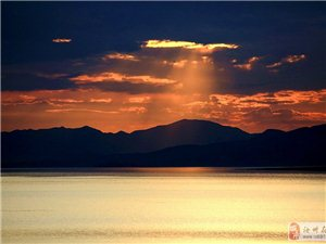 新疆赛里木湖日出