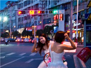 一�M街拍。