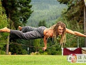 世界达人演空中绳上瑜伽 惊人控制力引赞叹