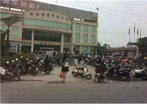 夹江黄土镇某陶瓷厂,因为欠薪被工人堵厂!