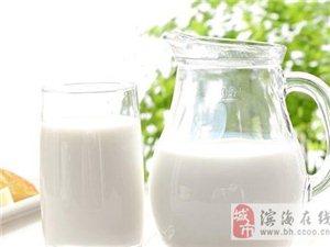 牛奶不是�f能�I�B品 5�N人喝牛奶得不��失