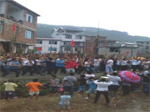 洛香镇上皮林村举办吃新节迎八方游客