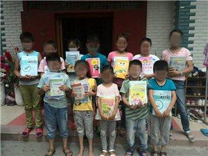 新华书店为孩子们送来新的课本