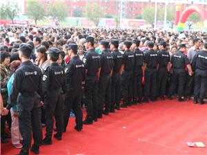 今天天元�_�I,看到好多很��的武警呢