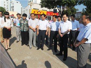 教师节前夕县领导走访慰问一线教职员工