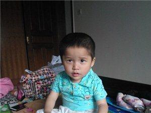 2岁男孩身患脑瘫, 恳求社会帮助