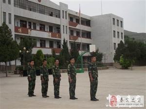 魏店中学召开2015年秋季学生军训动员大会