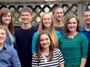 世界首例7胞胎将迎成人礼 纪念成长经历