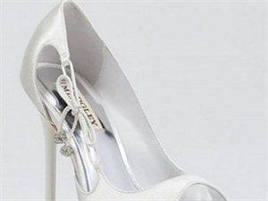 新娘白色婚鞋欣赏 生于足下的优雅浪漫