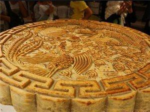 泸州最大月饼亮相西南商贸城