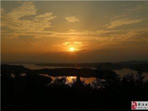 水库的日落