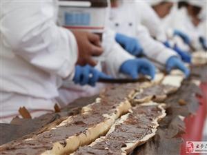 【吉尼斯世界纪录】世界最长法棍面包 长121米