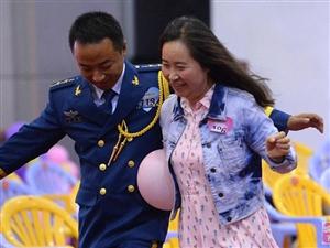 武汉200多名女青年进军营觅姻缘 边吃饭边相亲