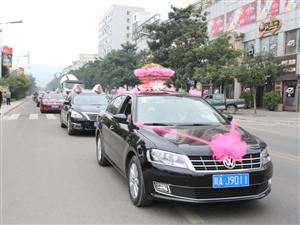 苍溪县城惊现豪华求婚团