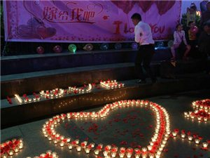 泸州白塔昨晚现浪漫求婚仪式