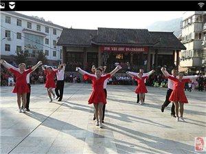 九九重阳歌飞舞,欢乐广场展新姿