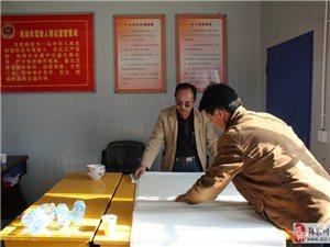 张家川书画家汪建平老师在亨通驾校挥毫泼墨