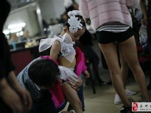 6岁小女孩――钢管舞锦标赛
