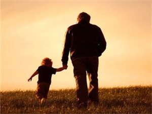 世界上最好的人是爸爸,最孤��的人也是爸爸!